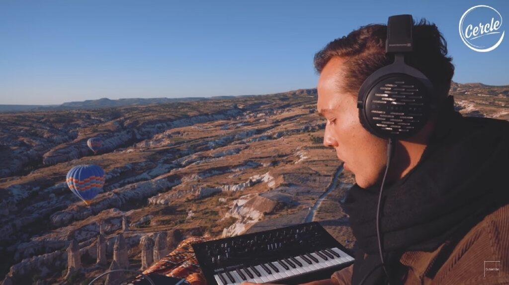 Watch Ben Böhmer Performing in Hot Air Balloon Cappadocia - Gallivant